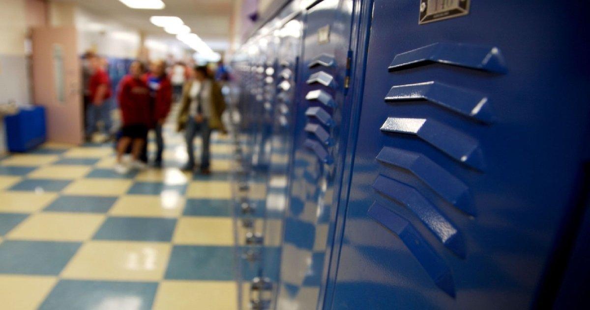 college.jpg?resize=300,169 - Un épidémiologiste estime que les collèges et les lycées ne rouvrent pas après les vacances