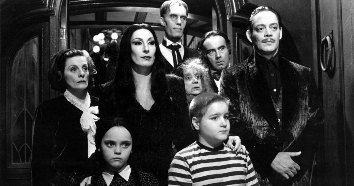 deuxieme page e1603725549414.jpeg?resize=300,169 - La Famille Addams : Tim Burton prépare une adaptation en série