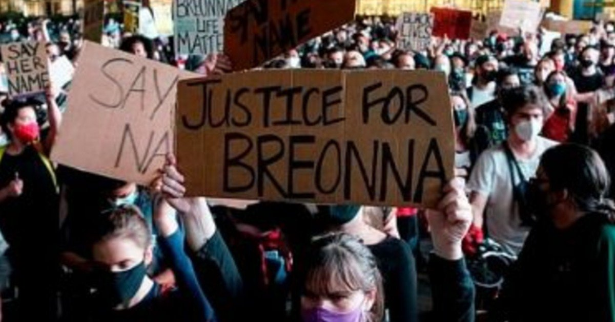 e18486e185aee1848ce185a6 55 1.jpg?resize=412,232 - Protesters Across The US Threaten Violence After Grand Jury's Decision Not To Prosecute Officers For The Shooting Of Breonna Taylor