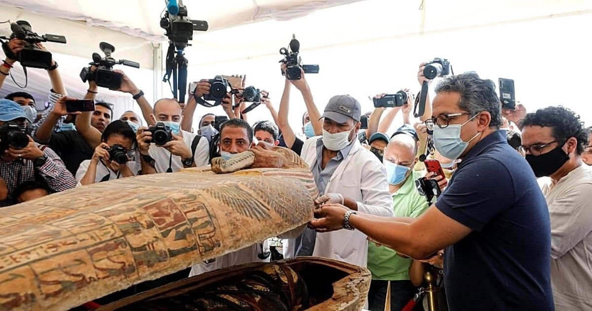 egypt7.jpg?resize=412,232 - Sarcophagus Opened For The First Time In 2,500 Years And Revealed Remains Of Nobleman Whose Brain Were Removed Through Nostrils