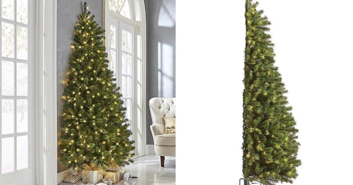 half christmas tree qt 1200x800 e1602601775729.jpg?resize=412,232 - Voici le demi-sapin, parfait pour les petits appartements
