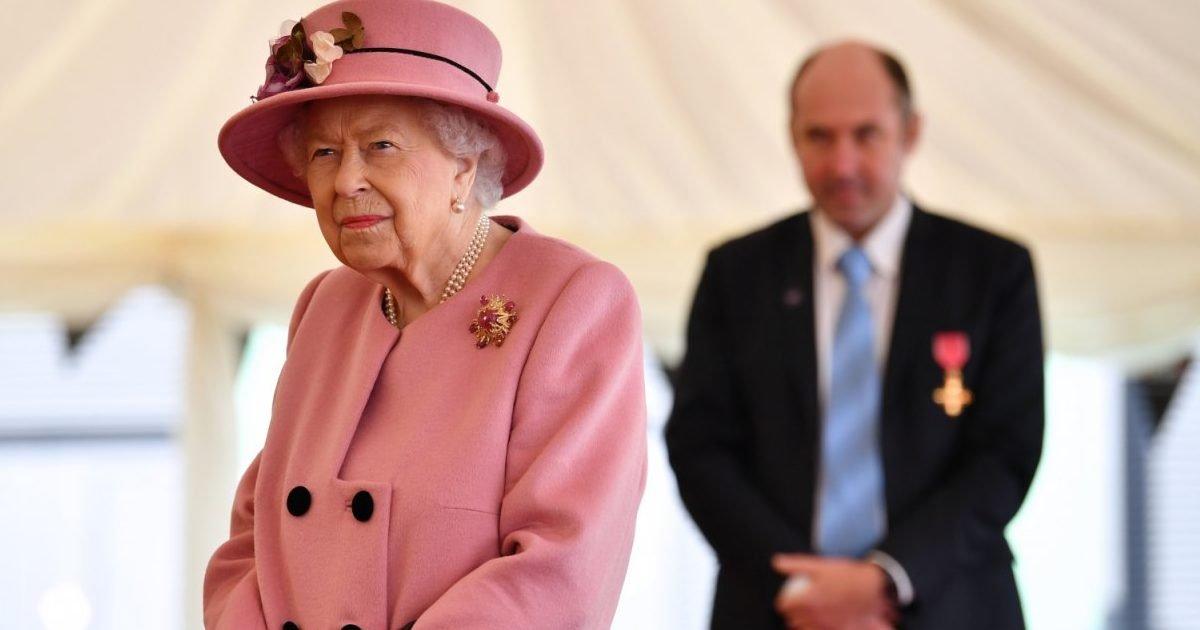 rainha elizabeth e1602899648216.jpg?resize=1200,630 - La reine Elizabeth II a fait sa première sortie publique en sept mois