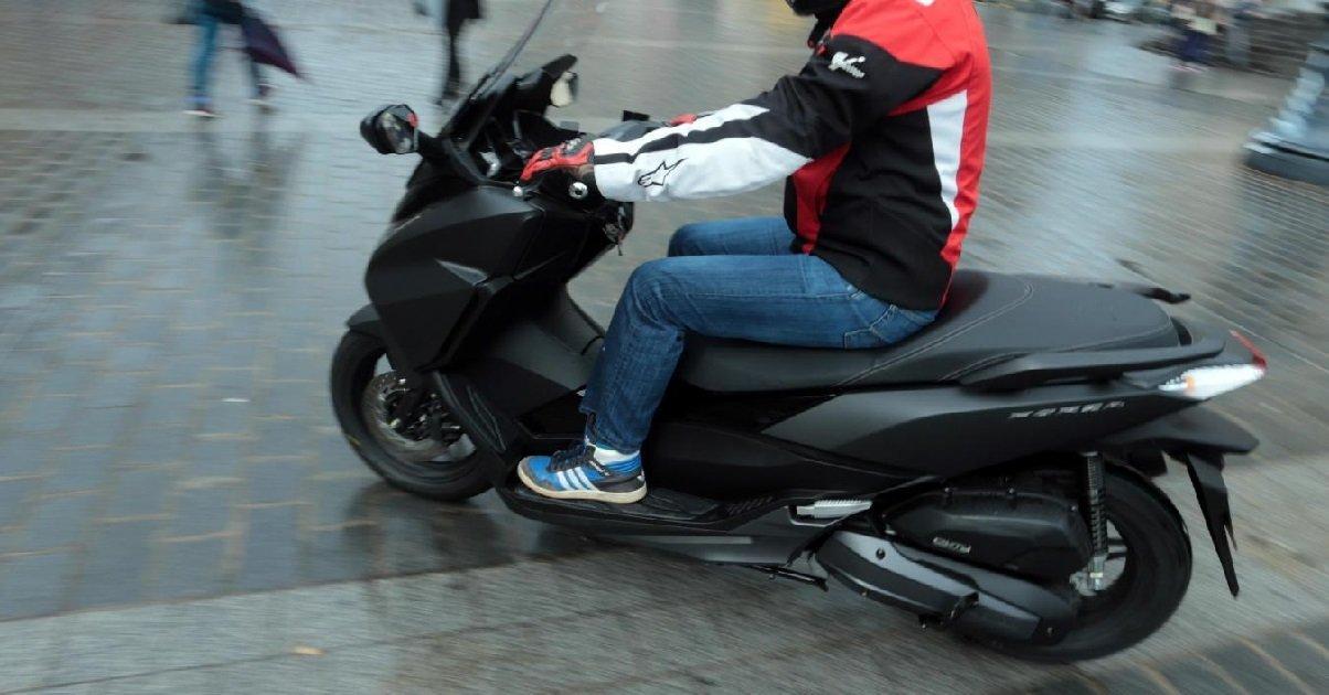 scooter.jpg?resize=300,169 - Un ado a été sauvé par des passants alors que des jeunes voulaient lui voler son scooter