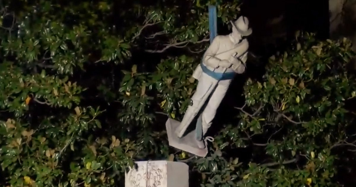 sfdsdfsdfsdfsdf.jpg?resize=1200,630 - Alabama Removes 115 Year Old 'Racist' Confederate Monument At County Courthouse