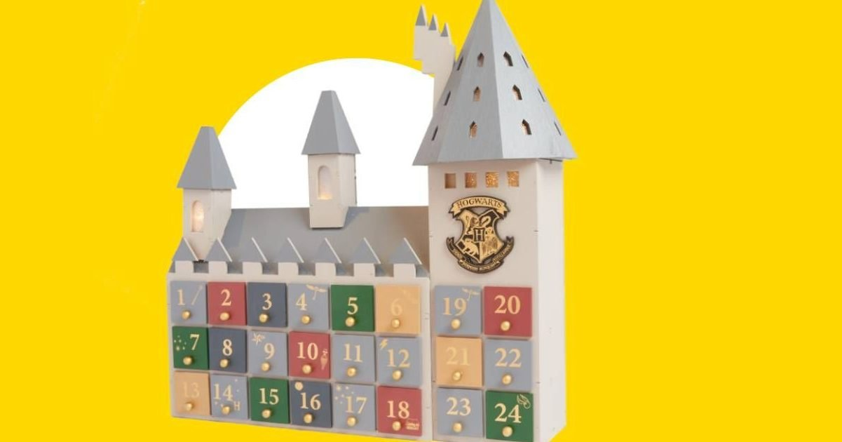 this primark harry potter advent calendar has got everyone hyped for christmas 1603204388 e1603813248946.jpg?resize=1200,630 - Primark annonce un calendrier de l'avent en forme de château de Poudlard