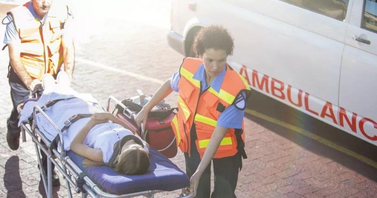 1 109.jpg?resize=1200,630 - Ladrones Robaron Una Ambulancia Mientras Los Paramédicos Trataban A Un Paciente
