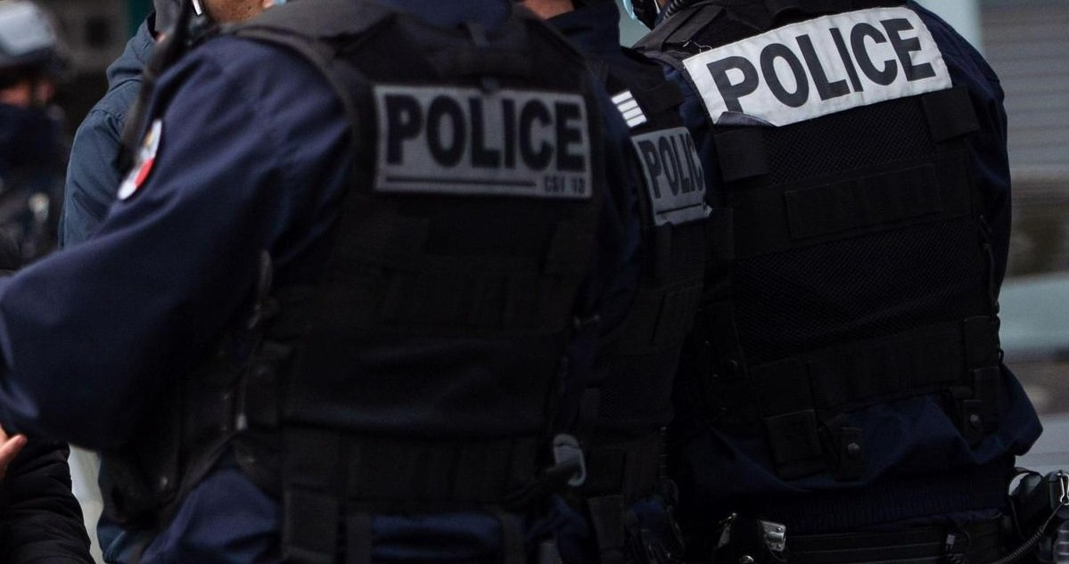 11 police.jpg?resize=1200,630 - Bordeaux: un chauffard a délibérément foncé sur un fourgon de police