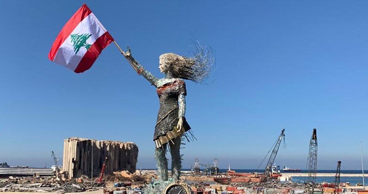 201025180759 02 beirut explosion rubble statue e1604536697946.jpg?resize=412,232 - Beyrouth : Une artiste a créé une statue à partir de débris de l'explosion