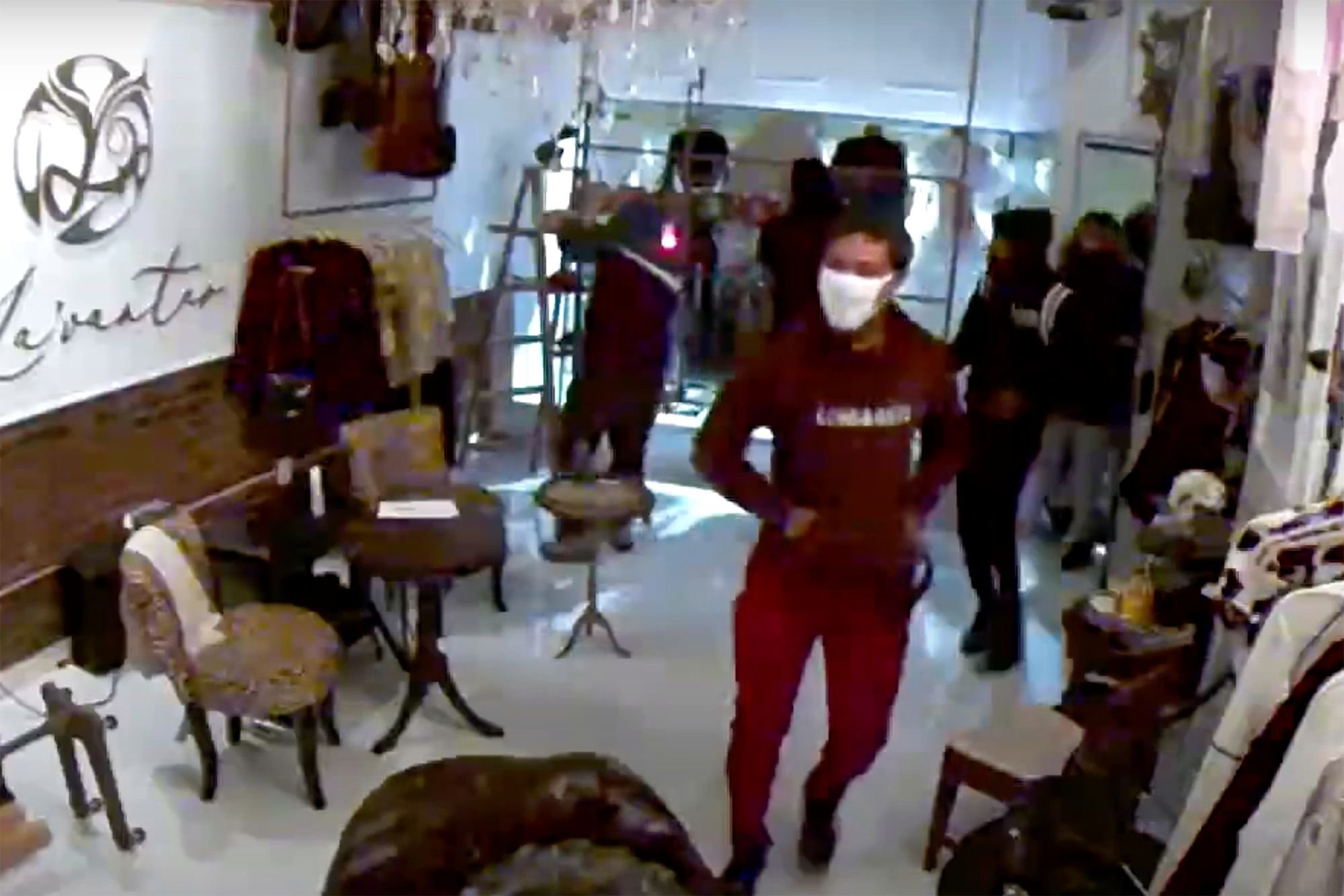 Looters ransack Philadelphia boutique amid protests