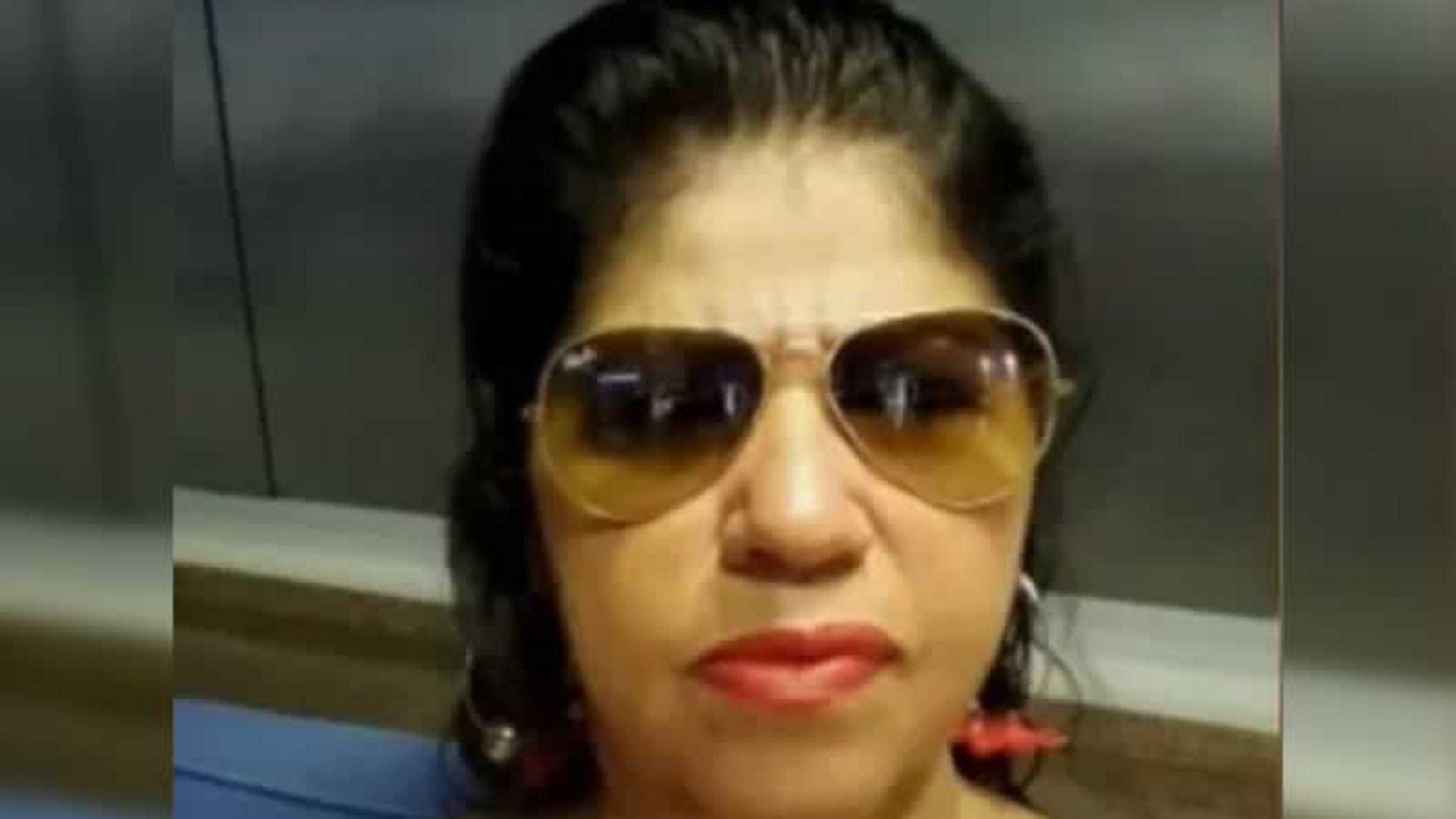 """Una mujer lleva el cadáver de su marido al banco para cobrar la pensión: """"Sigue vivo"""""""