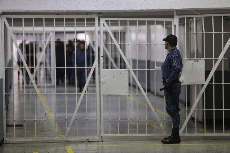 Casos por brote de coronavirus en cárcel colombiana superan todo un departamento