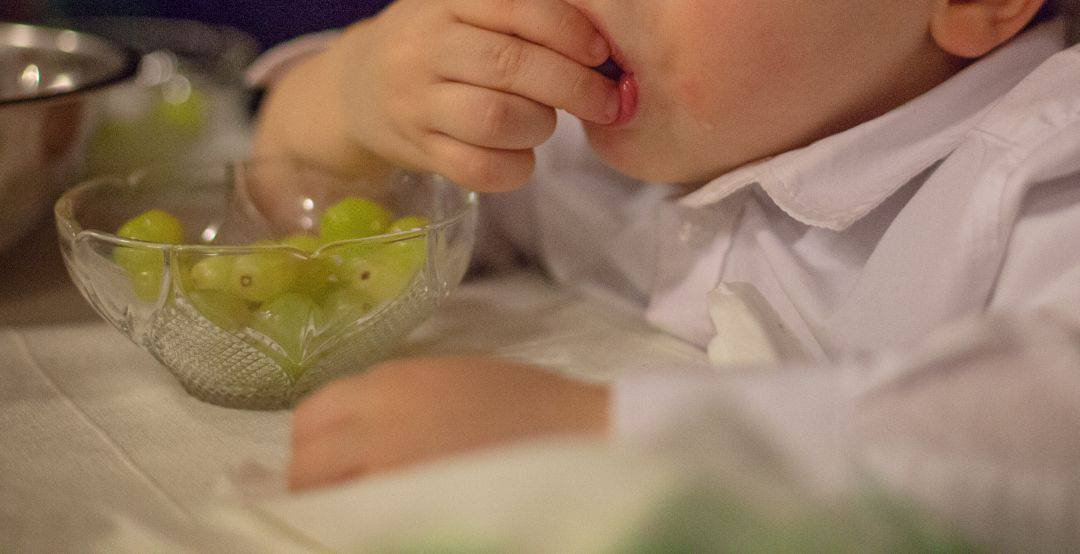 Cuidado con las uvas en menores de cinco años