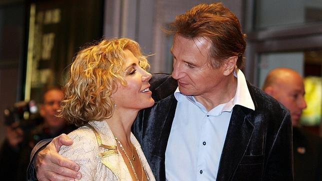 Liam Neeson, sobre su fallecida mujer: «Cada vez que oigo abrirse la puerta, pienso que