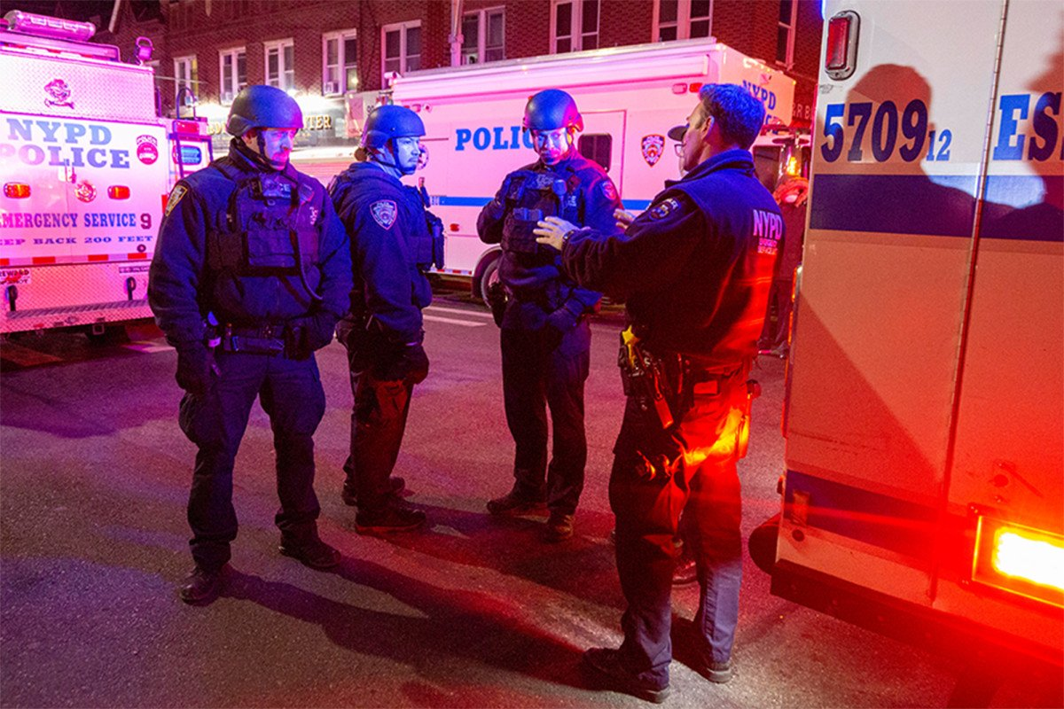 During Queens hostage situation, suspects asked NYPD for a pizza - Report Door