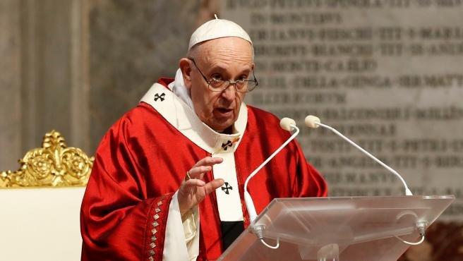 """El Vaticano niega el """"me gusta"""" del papa Francisco a la foto vestida de  colegiala de una modelo brasileña y pide explicaciones a Instagram"""