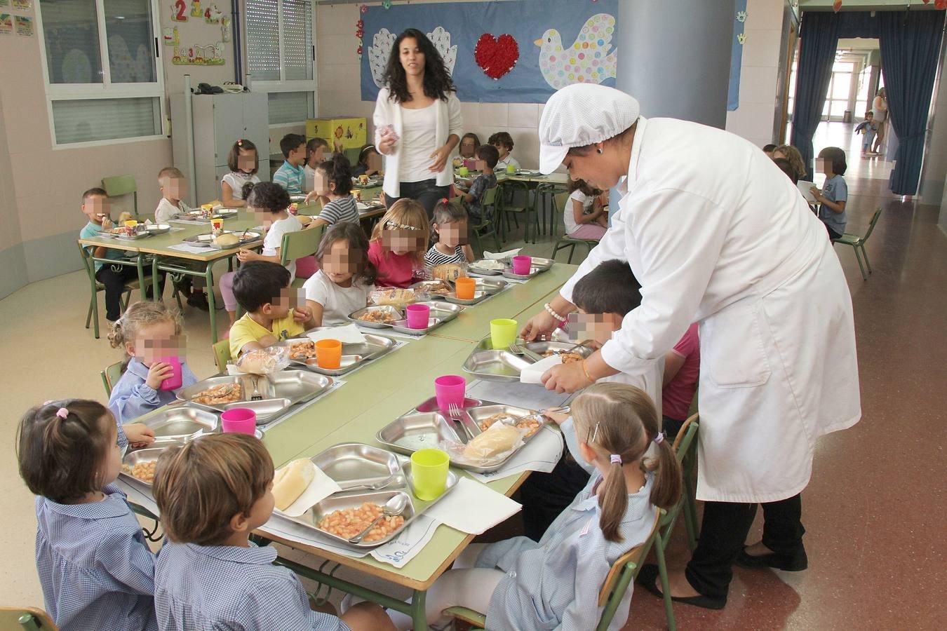 Educación alega que ha sido un problema organizativo del ayuntamiento que Badajoz haya sido la ciudad que más tarde ha empezado a repartir los menús escolares - Digital Extremadura