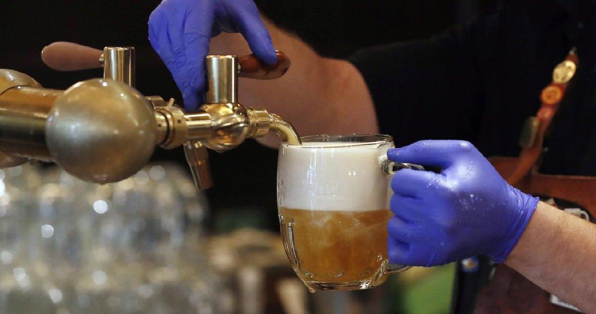 5 biere.jpg?resize=1200,630 - Pré-confinement: un homme a commandé une bière et laissé un pourboire de 2.500 euros