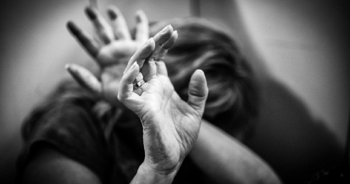 5 violence c.jpg?resize=1200,630 - Après avoir frappé sa femme un homme a sauté du 3e étage pour échapper à la police