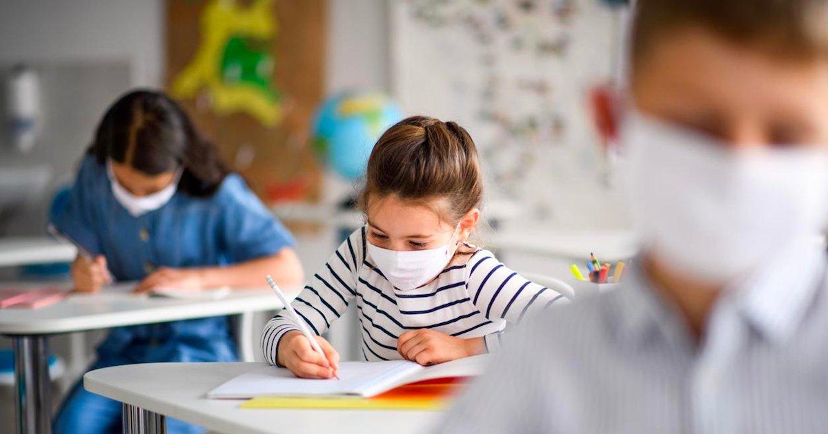eleves.png?resize=1200,630 - Covid-19 : le nombre d'élèves contaminés serait 3,5 fois supérieur à la semaine dernière