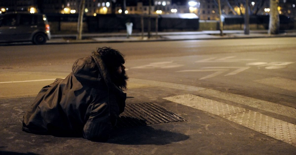 europe 1 e1604503529112.jpg?resize=412,275 - Un sans-abri brûle une poubelle pour être envoyé en prison avant l'hiver