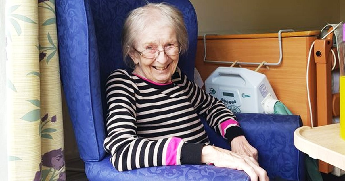 gssdffsdf.jpg?resize=1200,630 - Heartbreaking Moment As Care Home 'Evicts' 78-Year-Old Great Grandmother With Dementia