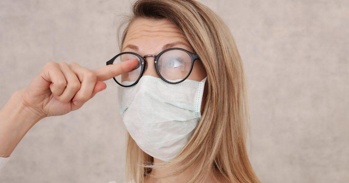 istock 1216022923 1 e1605725083749.jpg?resize=1200,630 - Port du masque : un chirurgien a trouvé l'astuce pour éviter d'embuer ses lunettes