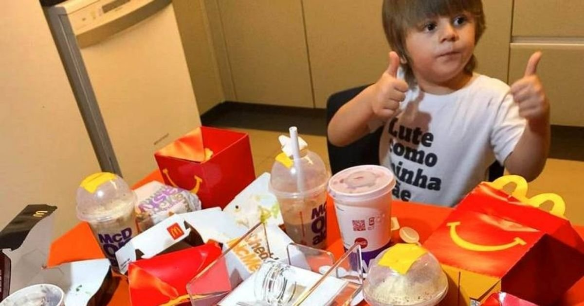 mcdo4.jpg?resize=1200,630 - Hungry 3-Year-Old Boy Orders McDonald's Feast Using His Mother's Phone While She Was Taking A Shower