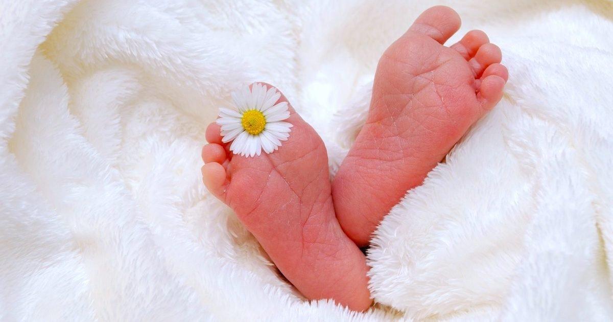 naissance e1604424004100.jpg?resize=412,232 - Un bébé né de parents malades du Covid est privé d'identité