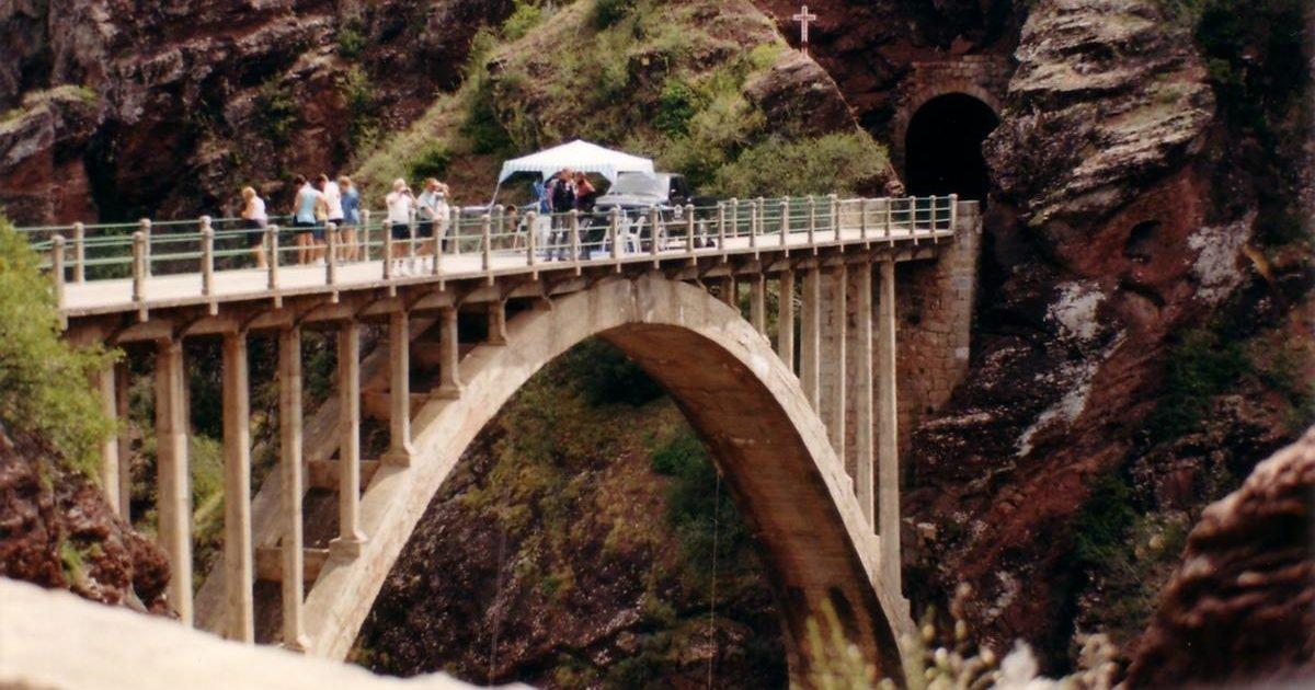 pont de la mariee1 e1605288668465.jpg?resize=412,232 - Une pétition réclame un plus grand accès à la nature