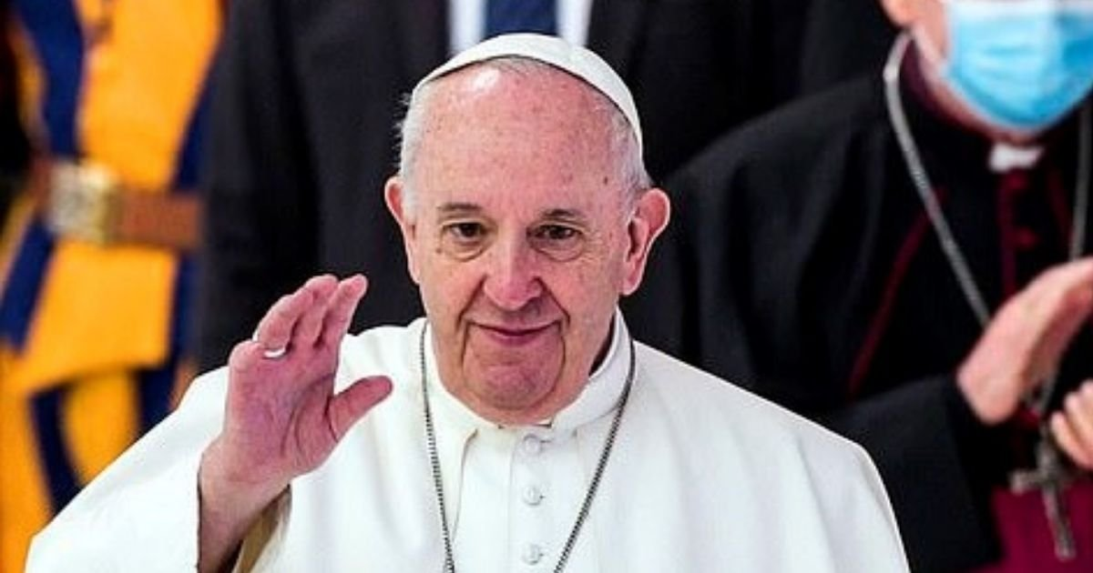 pope5.jpg?resize=1200,630 - The Vatican Breaks Silence And Explains Pope Francis' Comments About Same-S** Marriage