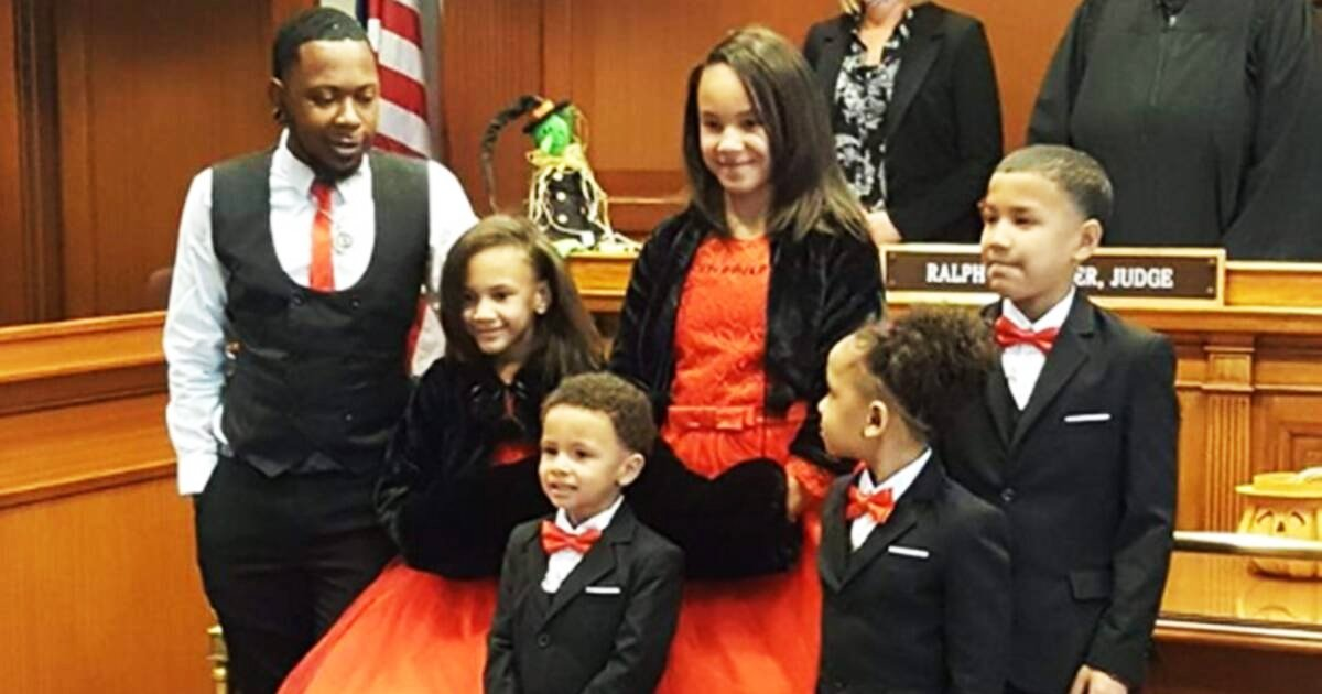 sdfdsfss.jpg?resize=1200,630 - A Gay Man Who Grew Up In Foster Care Adopts Five Siblings So They Can Live Together