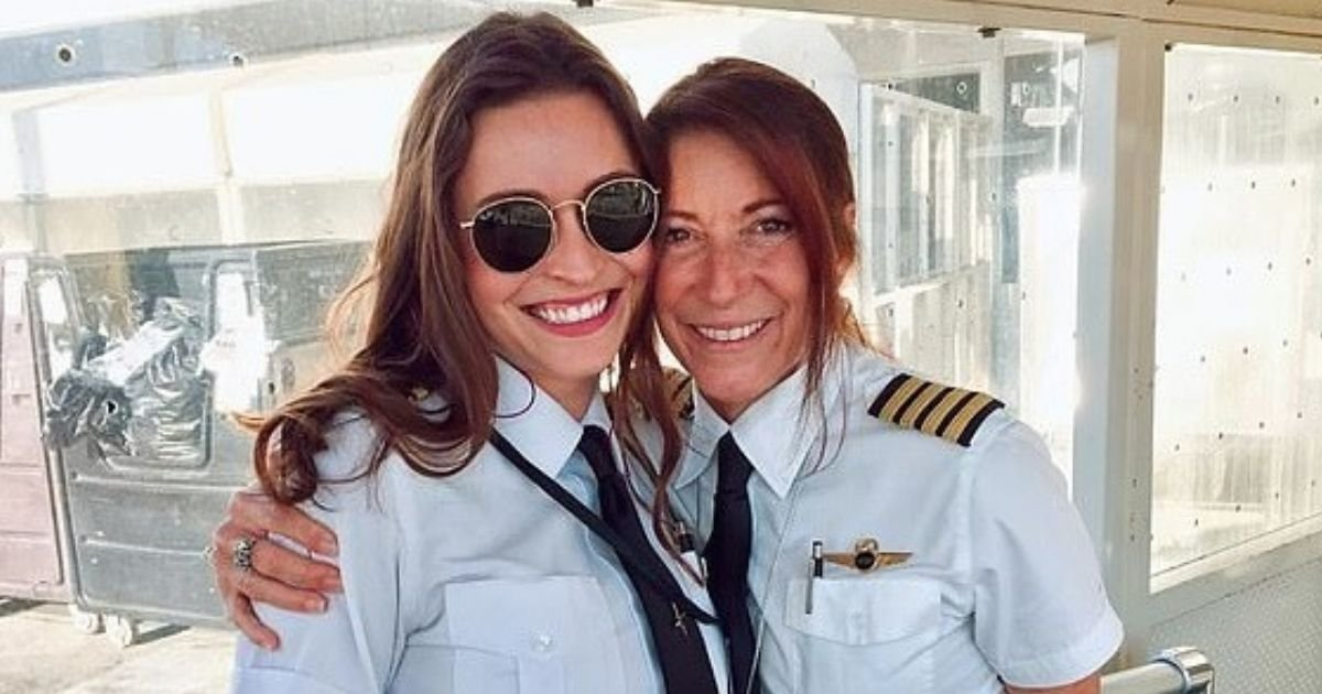 untitled design 6 4.jpg?resize=1200,630 - Mother-Daughter Pilot Duo Make History As They Fly A Commercial Plane Together