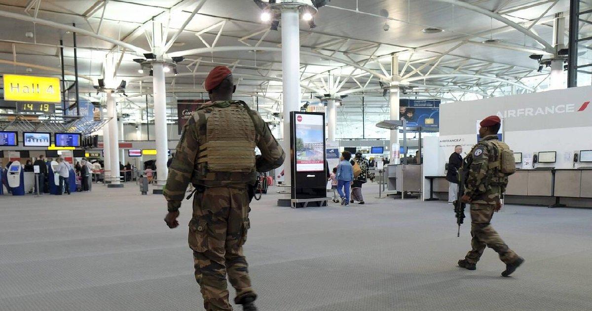 4 mili.jpg?resize=1200,630 - Orly: un militaire qui a été arrêté avec 4kg de cocaïne s'est suicidé en garde à vue