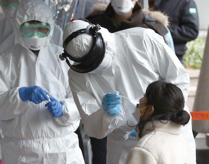 """기업들 """"코로나19 검사에 분자진단법·항체검사법 함께 써야""""…의학계"""