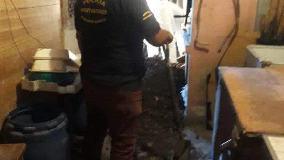 Hallarona un empleado ENTERRADO con cemento en la casa de su JEFE - Diario  Móvil - Noticias de San Juan Argentina