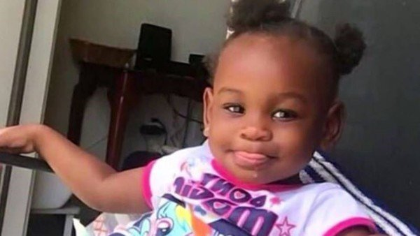Mató a su hija de 2 años, la tiró a un lago atada a una roca y fingió que  estaba viva usando una muñeca