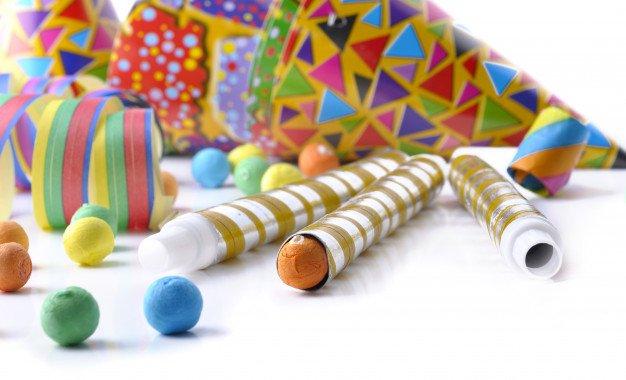 Cotillones de colores para fiesta | Foto Premium
