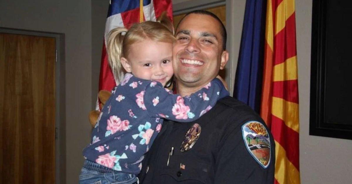 brian zach e1607095638651.jpg?resize=412,232 - États-Unis : Un policier a adopté une petite fille maltraitée par ses parents