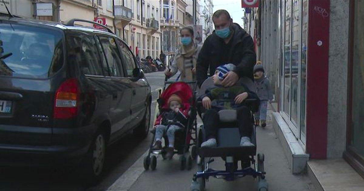 famille kosovare.png?resize=1200,630 - Lyon : une famille kosovare avec un fils polyhandicapé est menacée d'expulsion de son foyer