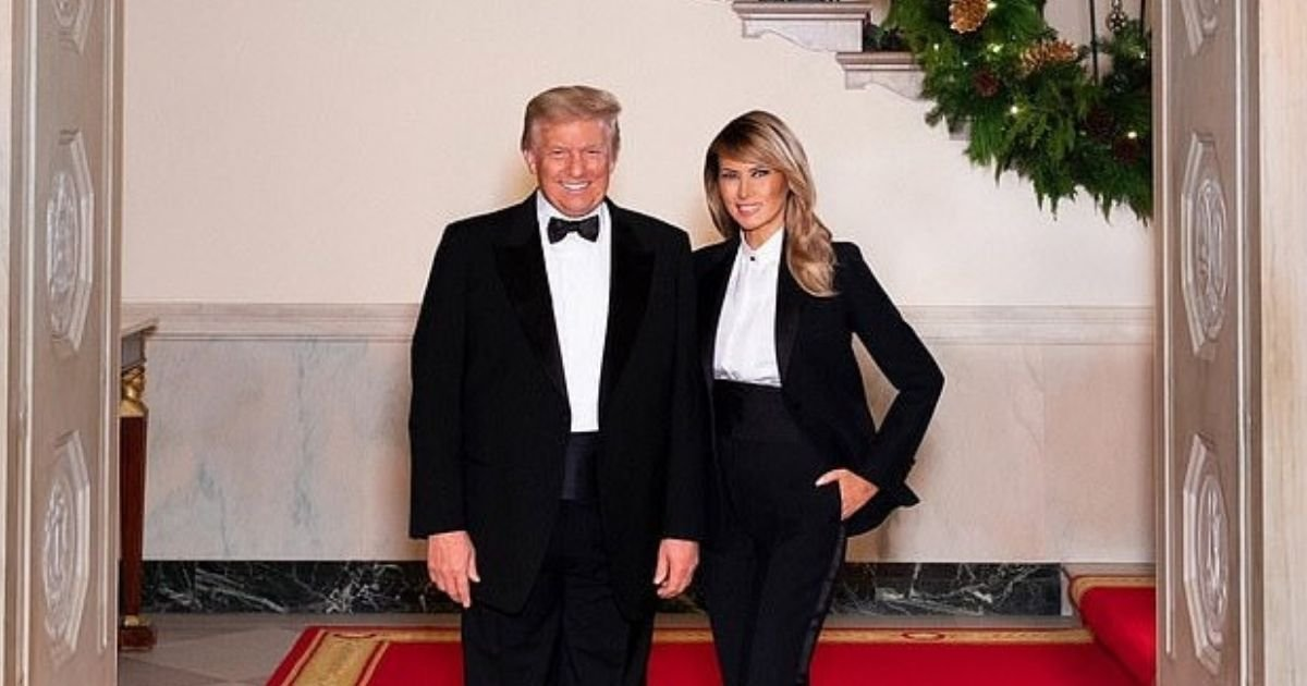 portrait5.jpg?resize=412,232 - President Trump And First Lady Melania Pose In Matching Tuxedoes For Christmas Portrait