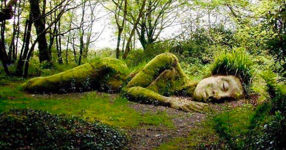 statue.png?resize=412,232 - Cette sculpture surprenante se métamorphose au fil des saisons