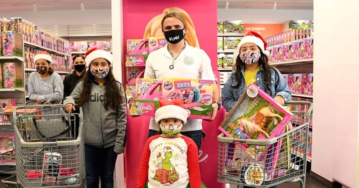untitled design 2 16.jpg?resize=1200,630 - Michael Jackson's Son Prince Takes 25 Children On Shopping Spree