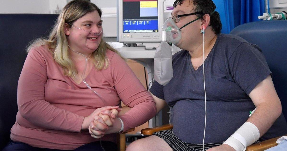14 mariage.jpg?resize=412,232 - Histoire d'amour: un couple se marie à l'hôpital avant d'être transféré en soins intensifs
