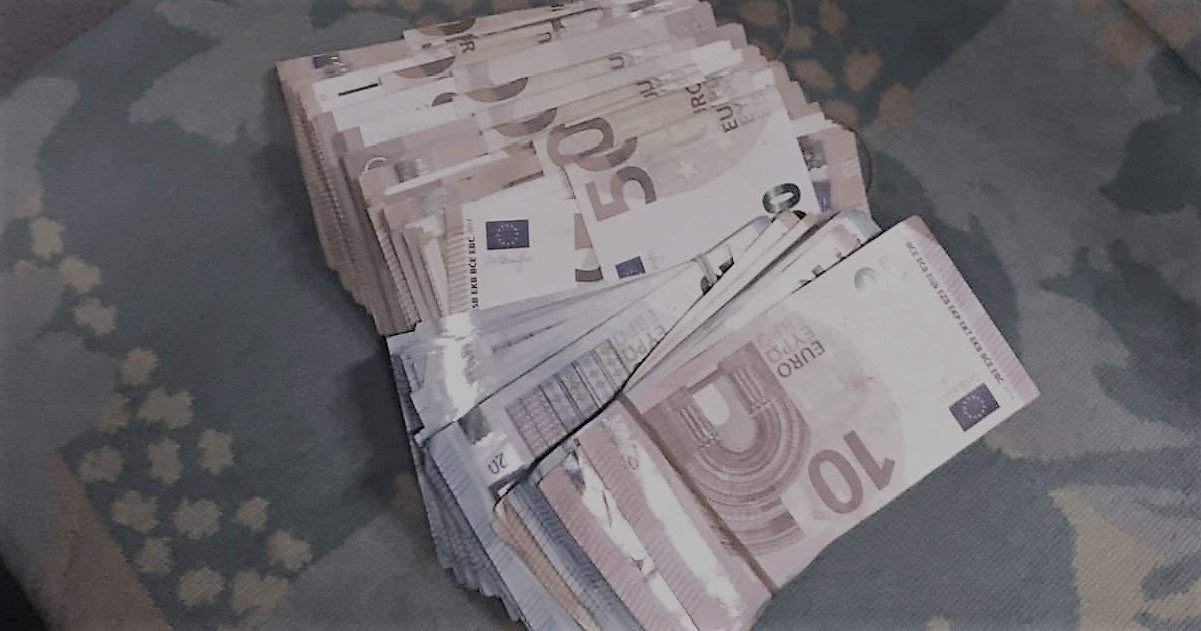 2 tresor2.jpg?resize=1200,630 - Alors qu'elle était confinée à son domicile, une femme découvre 475.000 euros !