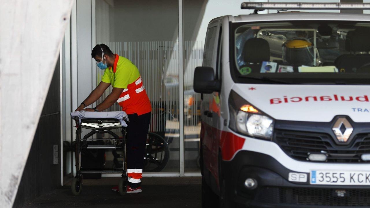 Las ambulancias asturianas realizan más de 200 traslados diarios de  pacientes con coronavirus