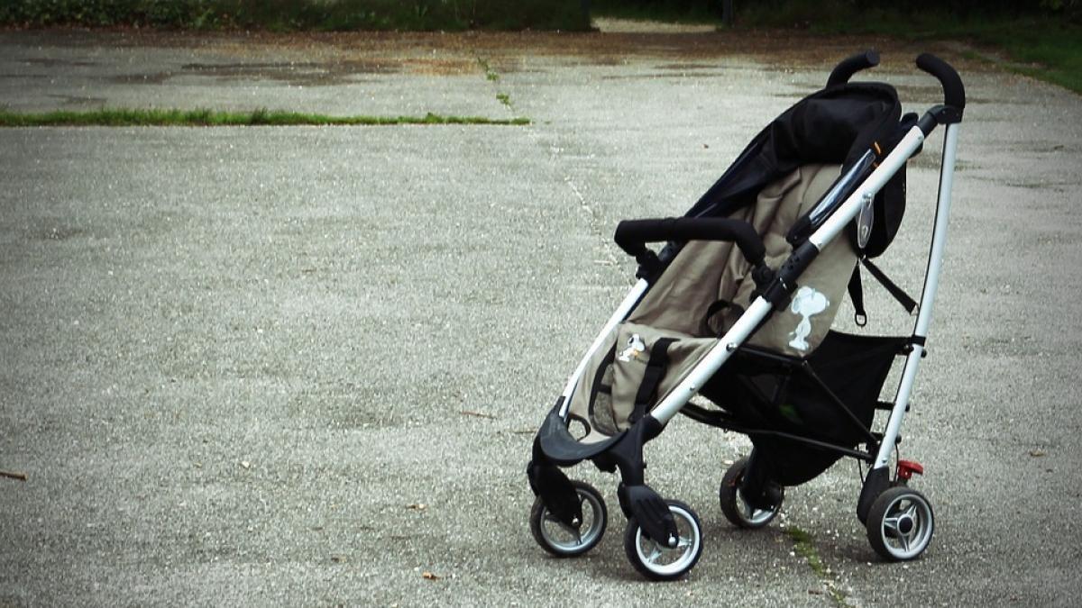 Abandonan por error a un bebé en el aparcamiento de un centro comercial en Roquetas de Mar | Noticias de Nacional en Heraldo.es