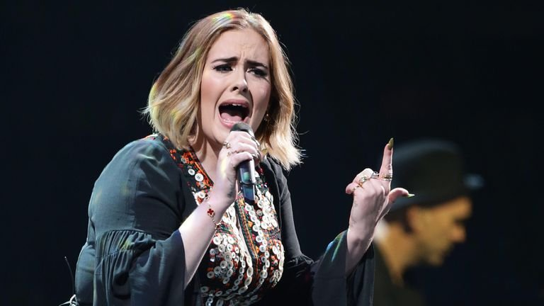 Adele llega a un millonario acuerdo de divorcio con su exmarido, Simon Konecki | Gente | EL PAÍS