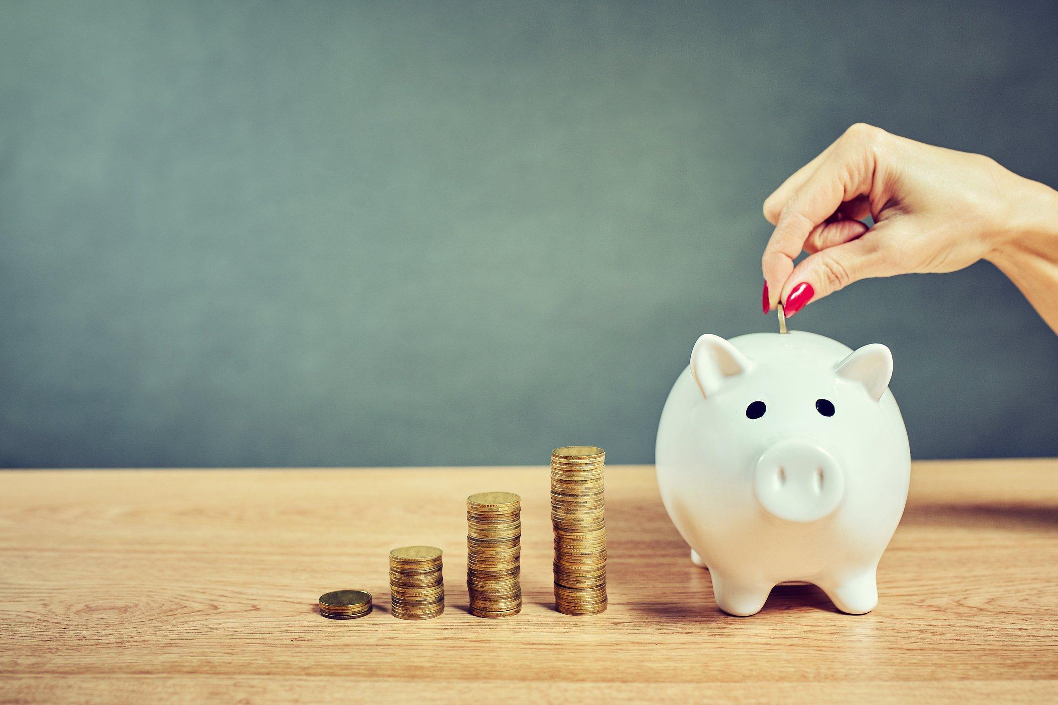 Cómo ahorrar dinero cada mes: 22 trucos innovadores
