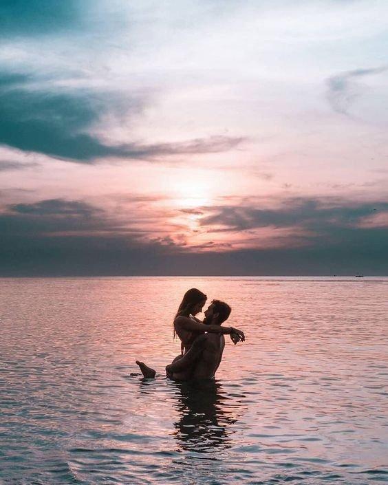 50 mejores poses de parejas para fotos en la playa - Mentalidad Viajera