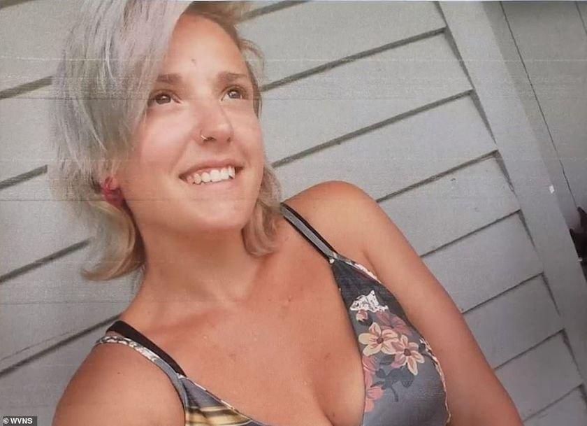 """Me ganaron mis demonios"""": Una mujer dispara en la cabeza a sus cinco hijos,  quema su casa y se suicida"""